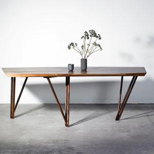 Spisebord i træ fra Noyer