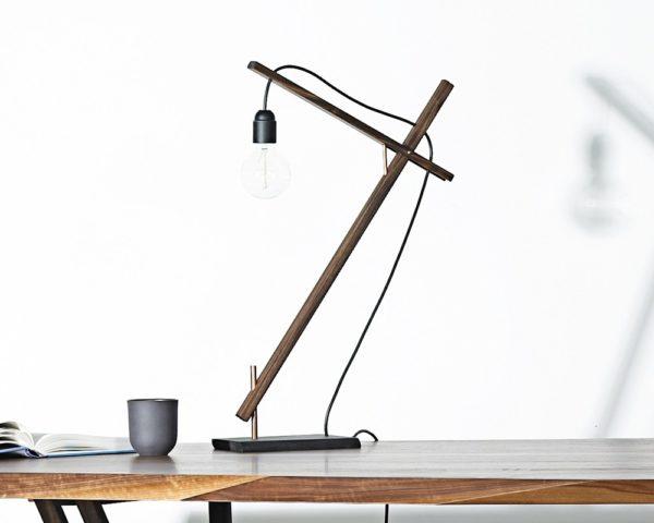 Bordlampe i træ fra Noyer