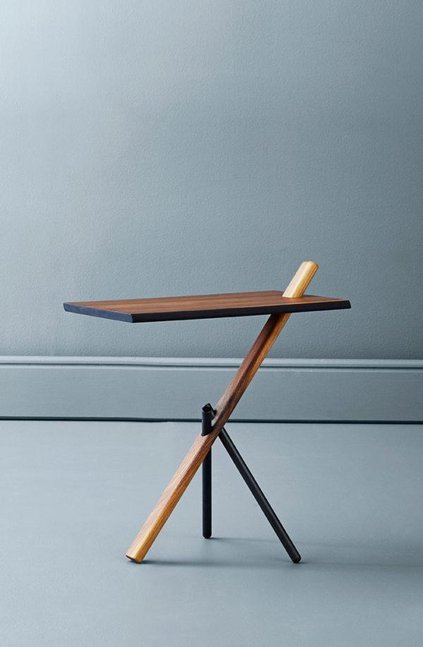 Sidebord i amerikansk valnød fra Noyer