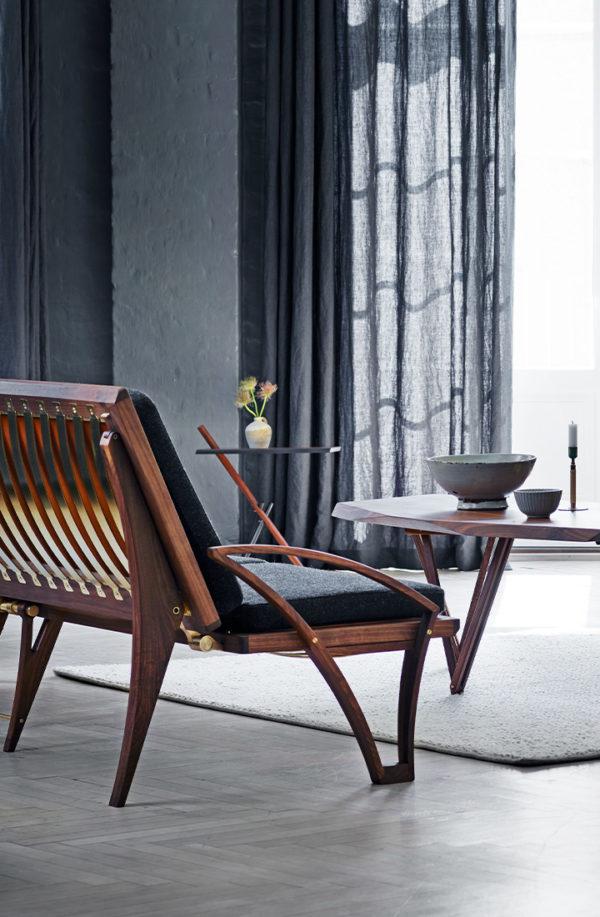 Sofa og daybed i mørkegrå hallingdal uld og amerikansk valnød