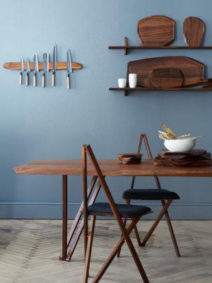 Spisebord i valnød med tillægsplader